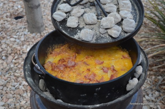 Tutorial On Using A Dutch Oven | via www.foodstoragemoms.com