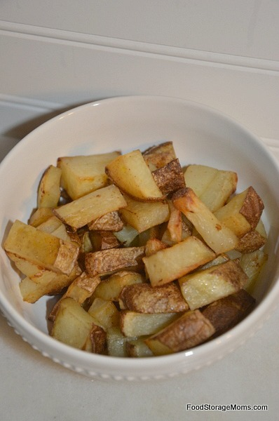 15 Easy Ways To Use Healthy And Cheap Potatoes| via www.foodstoragemoms.com