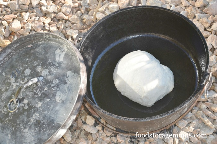 How To Make Quick And Easy Bread In A Dutch Oven by FoodStorageMoms.com